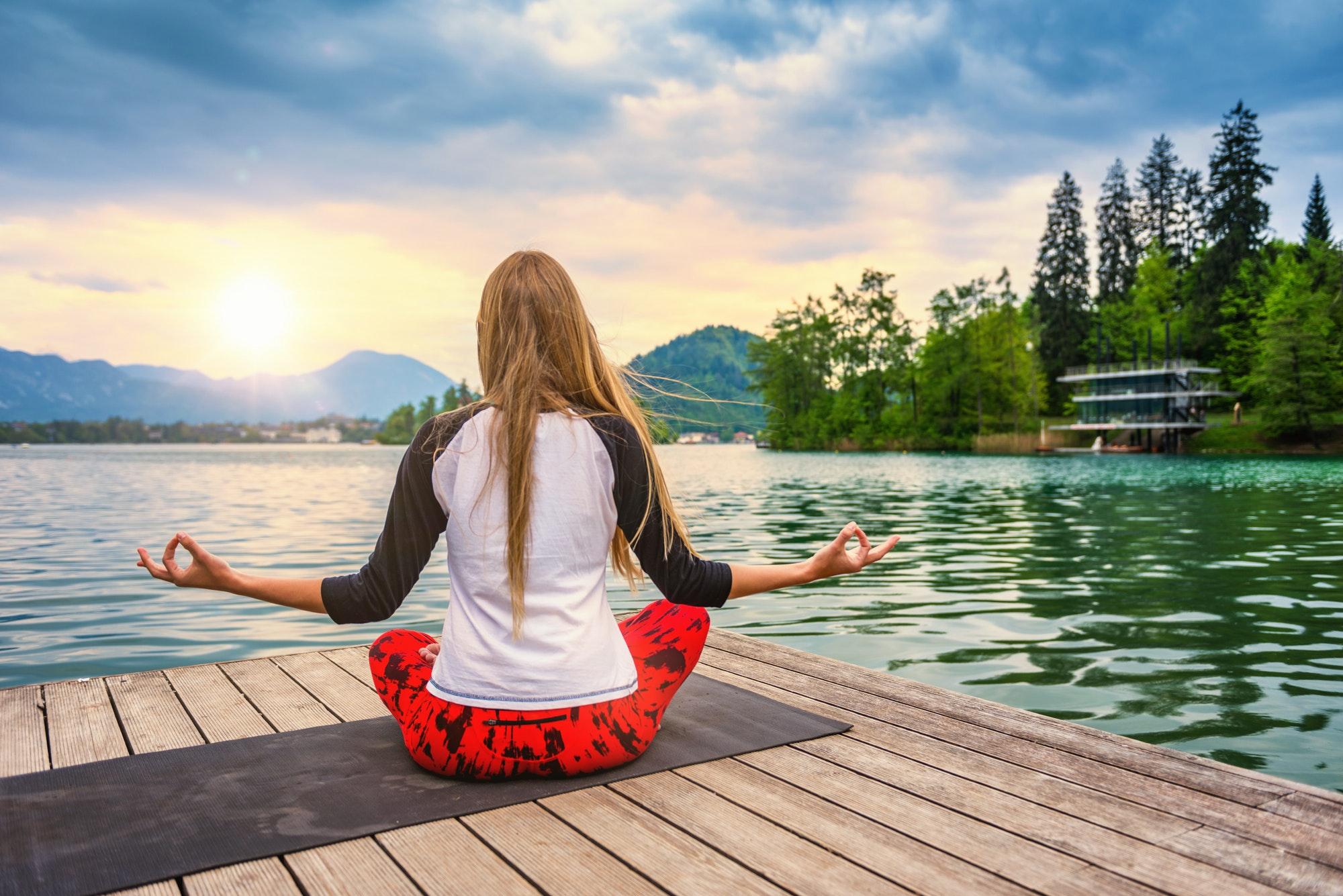 Yoga nature mindfulness lake2 0586 n